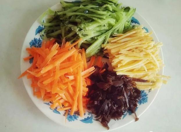 肉丝拉皮是什么菜系 肉丝拉皮的做法